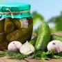 Крепкий и хрустящий! Как выбрать лучшие сорта огурцов для консервации и засолки